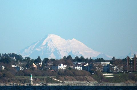 A spectacular photograph of Mt Baker in the distance